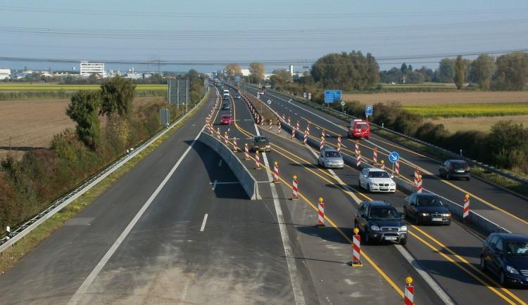 Vládou slibované peníze na silniční stavby se dálnice D6 Karlovy Vary – Praha nedotknou