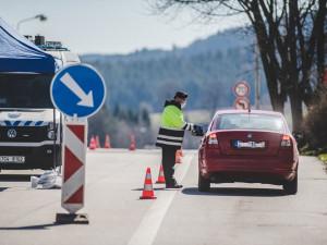 Vláda otevřela přechody s Německem a Rakouskem, končí plošné kontroly