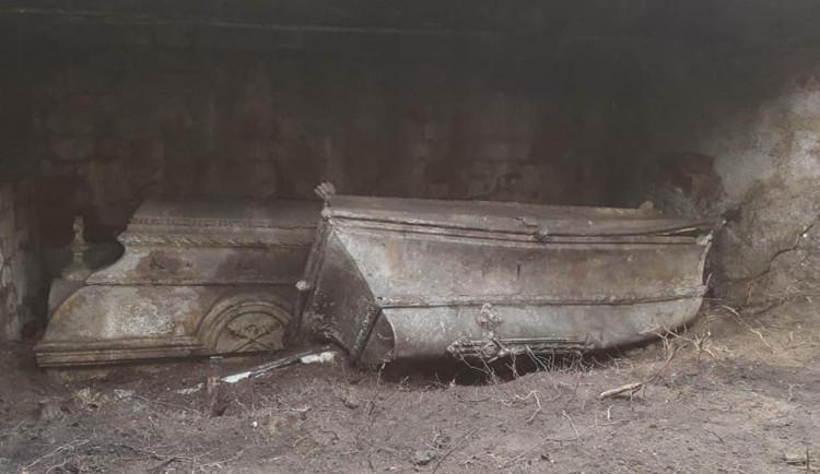 První starosta Chodova odpočíval pod hromadou odpadků, odborníci se snaží místu navrátit důstojnost