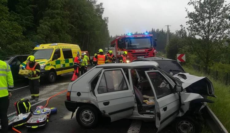 Při tragické nehodě zahynul řidič (82), silnice musela být zcela uzavřena, provoz je již obnoven