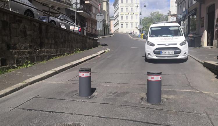 Průjezdu lázeňským centrem Karlových Varů zabrání výsuvné sloupky