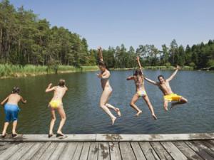 V Karlovarském kraji zůstává zákaz koupání na dvou místech