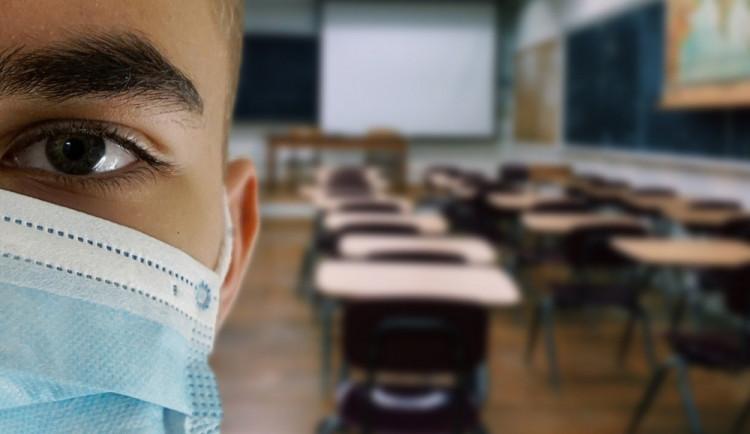 Výzkum: Online výuka nedokáže tu klasickou plnohodnotně nahradit, shodují se studenti