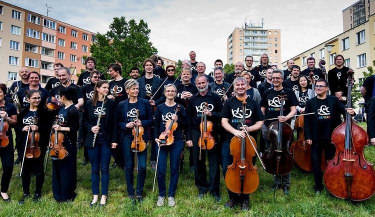 Novosvětská v podání karlovarských symfoniků tentokrát zazní na Tržní kolonádě