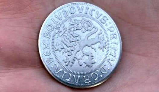 V Královské mincovně si lidé mohli vyzkoušet ražbu tolaru
