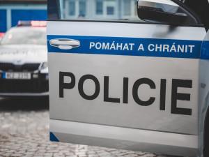 Dvaapadesátiletý muž škrtil a kopal ženu, ta musela do nemocnice