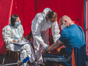 Karlovarský kraj i hasiči pomohou přetíženým hygienikům
