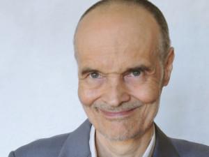Usmívejte se na lidi, ale třeba i na věci, přírodu nebo svoji snídani, říká psychiatr Karel Nešpor