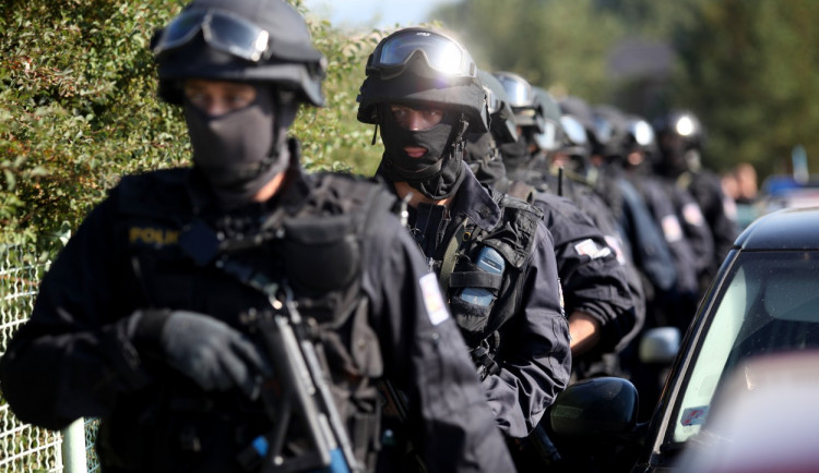 Gang pěti dealerů drog pochytala na území Karlovarského kraje zásahová jednotka