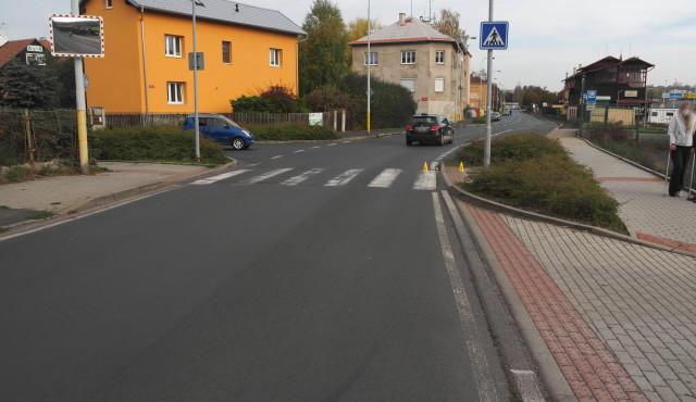 Policie hledá svědky dopravní nehody, která se stala v Karlových Varech