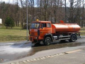 Karlovy Vary mění systém čištění města, přestanou odtahovat vozidla