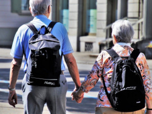 Všichni důchodci zřejmě dostanou jednorázový příspěvek 5 tisíc korun