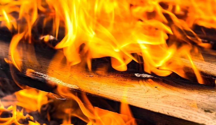 Devětadvacetiletý muž vykradl restauraci, stopy chtěl zamaskovat založením požáru