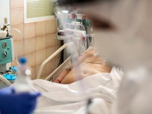Počet lidí nemocných covid-19 přesáhl v Karlovarském kraji tři tisíce