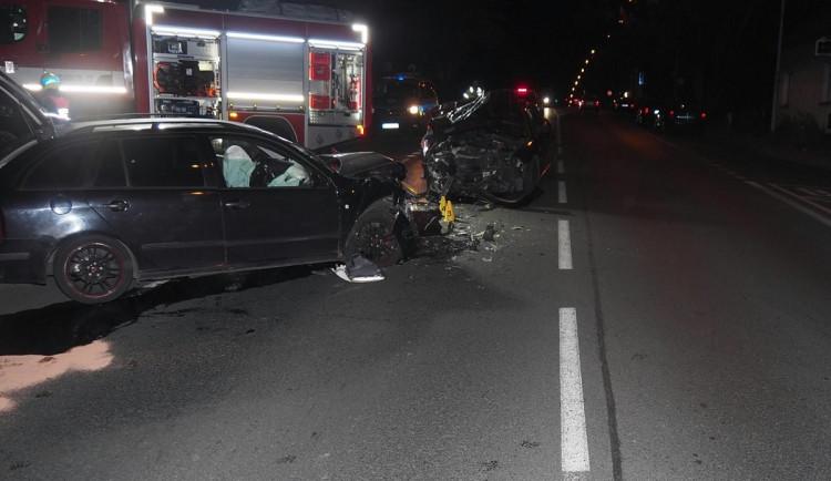 Opilý řidič havaroval, další dva měli zákaz řízení
