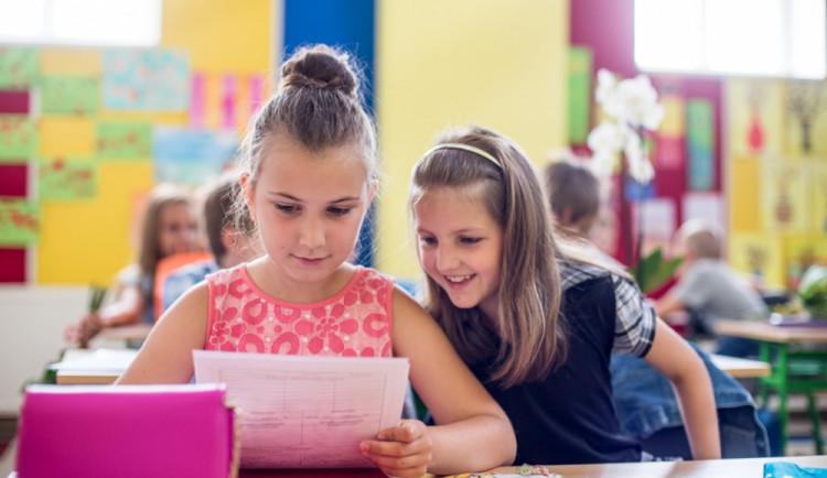 Školáci se mohou těšit na klasické vysvědčení, slovní hodnocení není v plánu