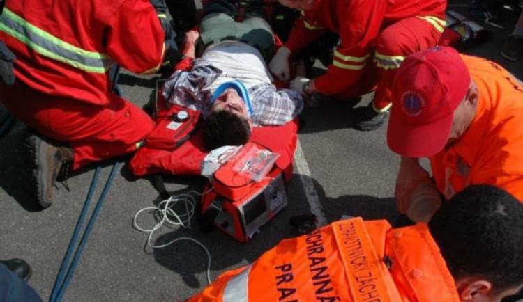 První pomoc může člověku zachránit život. Umíte ji však správně poskytnout?