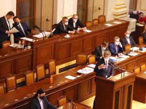 Vláda schválila nový nouzový stav, od pondělí na tři týdny výrazně omezí pohyb osob