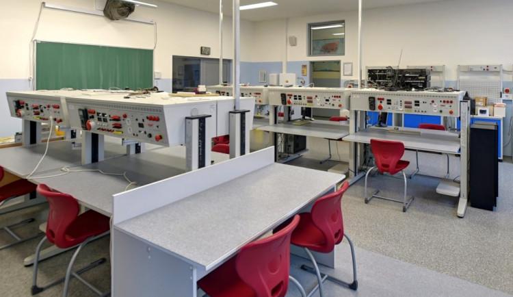 Budoucí elektrikáři získají nejdříve výuční list a poté maturitu
