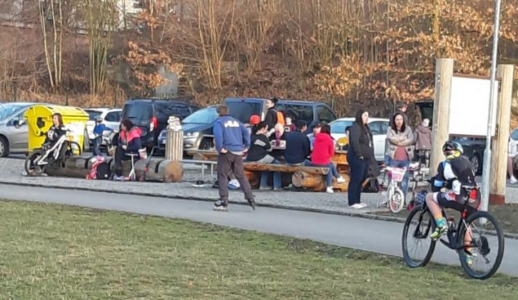 POLITICKÁ KORIDA: V Karlovarském kraji začínají jarní prázdniny, jak by je měly děti strávit?