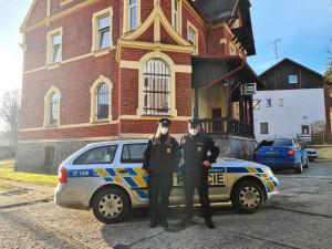 Pátrací akce se šťastným koncem, policisté se pro ženu vrhli do močálu