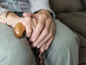 Za svezení vybíral podvodník od seniorů tisíce korun, v minulosti nabízel i zázračné mastičky