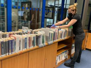 Krajská knihovna opět po Velikonocích otevře výdejní okénko