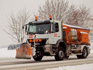 Úklid města se nekoná, vozidla údržby mají znovu zimní výbavu