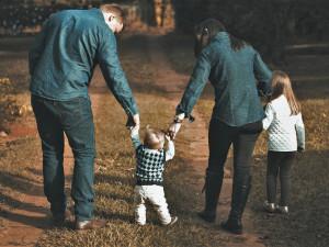 Pěstounů je v kraji stále málo, na náhradní rodiny čeká přes 250 dětí