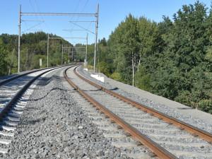Od soboty budou v úseku mezi Dalovicemi a Hájkem opět jezdit vlaky