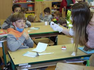 Testování ve školách nebyl problém, děti byly pozitivně naladěny s negativním výsledkem