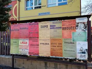 Reklamní plochy v lázeňském městě navrací místní obyvatele zpět do roku 1946