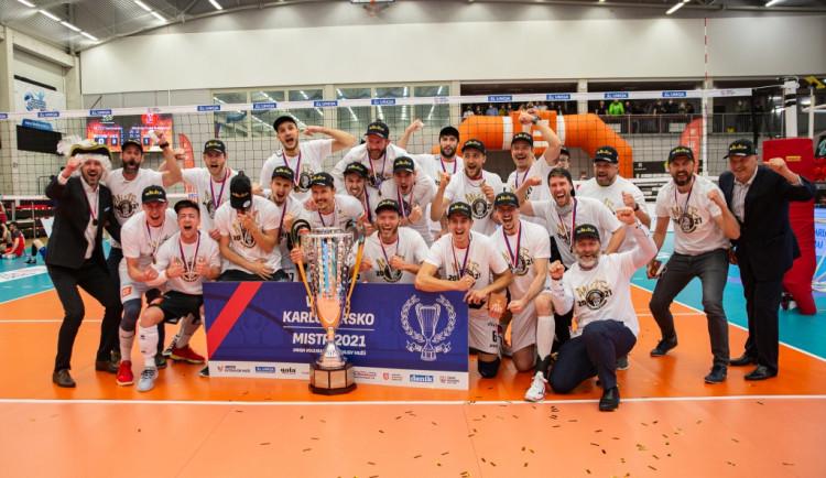 Pohár zůstal v KV Aréně, volejbalisté Karlovarska slaví mistrovský titul