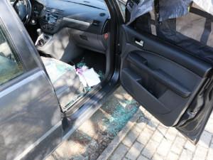 Jeden vykrádal zaparkované vozy, druhý ukradl rovnou celé auto svému známému