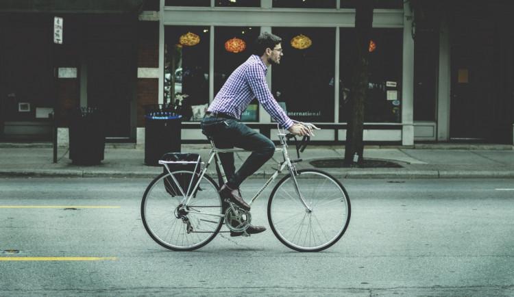 Úředníci budou jezdit do práce na kole