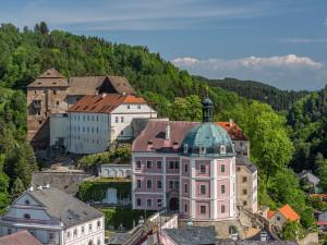Bečovský hrad a zámek se zřejmě letos na sezonu neotevře, místní podnikatelé očekávají těžké ztráty