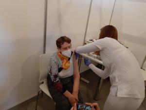 V kraji je pouze 313 lidí nemocných covid-19, očkování stále zrychluje