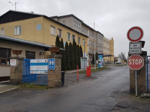 Rekonstrukce chebské nemocnice bude mít zhruba měsíční zpoždění