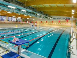Začíná plavecká sezona, bazény i koupaliště se postupně otevírají veřejnosti