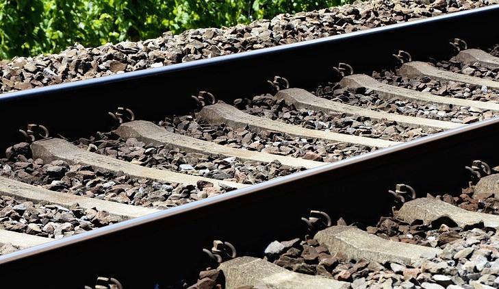 Na železniční trati mezi Kraslicemi a Zwotentalem je přerušená doprava kvůli sesuvu půdy