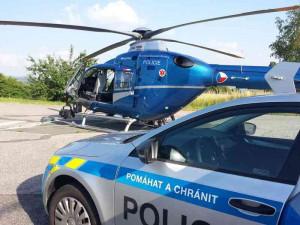 Velká pátrací akce na Chebsku, policisté i s pomocí vrtulníku hledali duševně nemocného muže