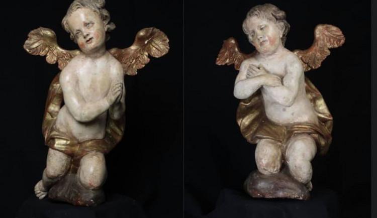 Do Česka se téměř po 20 letech vrátily dvě barokní sošky andělů
