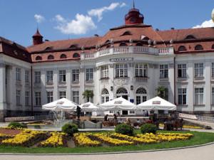 Do Karlových Varů opět míří turisté především z Česka