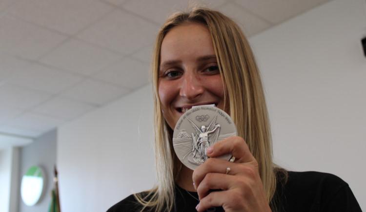 Stříbrná olympionička Vondroušová dostala plaketu města v rodném Sokolově