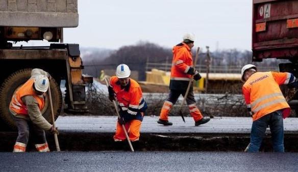 Stavba okružní křižovatky v Sokolově za 30 milionů je zhruba v polovině