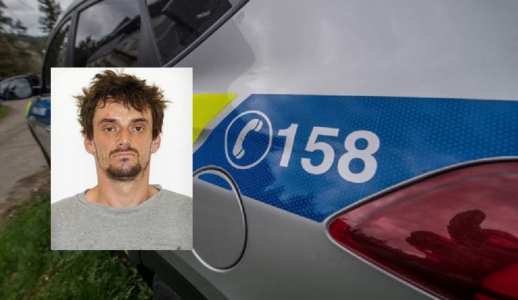 V Ostrově na Karlovarsku dnes uprchl vězeň. Policisté žádají veřejnost o pomoc při pátrání