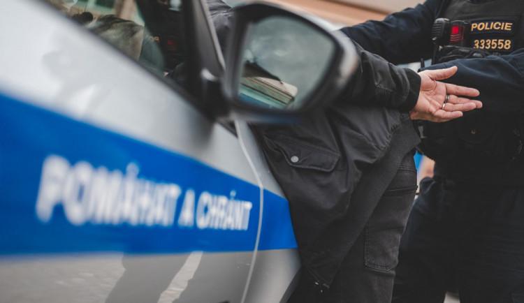 S nožem v ruce vyhrožoval muži ublížením. Agresorovi hrozí až tři roky vězení