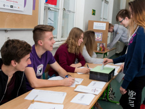 Karlovarský kraj chce do tří let zabezpečit všechny střední školy