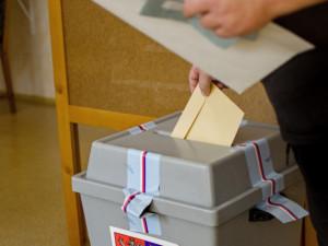 PRŮZKUM: Zářijové volby do Sněmovny by vyhrálo ANO těsně před Spolu