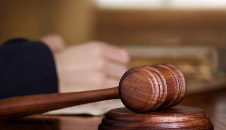 Byla to poprava, řekl soud. Žárlivý muž si za vraždu partnerky a jejího milence odsedí 19 let